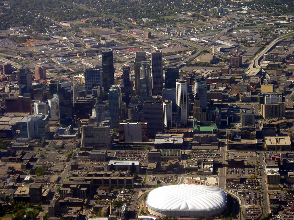 Aerial_photo_of_downtown_Minneapolis
